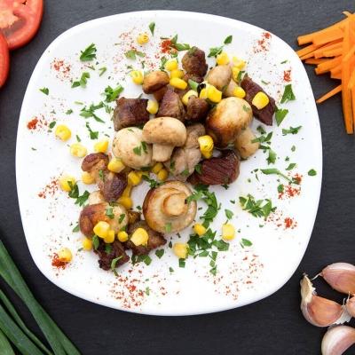 Porc cu Ciuperci si Porumb